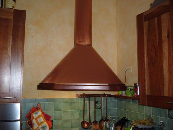 Cappa cucina in rame tovaglioli di carta - Cappe da cucina classiche ...
