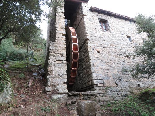 Restauro vecchio Mulino di Olzai con rivestimenti in rame - foto 1