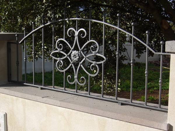 Bruno acciai cancelli e ringhiere per esterni in ferro - Ringhiere in ferro battuto per balconi esterni ...