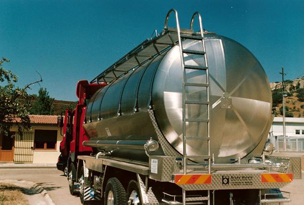 Autocisterna trasporto liquidi alimentari - acciaio INOX - foto 1