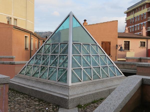 Lucernario piramidale in acciaio INOX e vetro sabbiato - foto 1