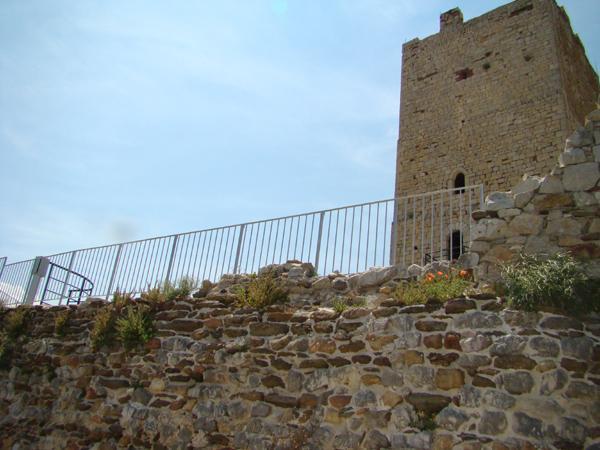 Recinzioni parapetti della Torre della fava di Posada - foto 1