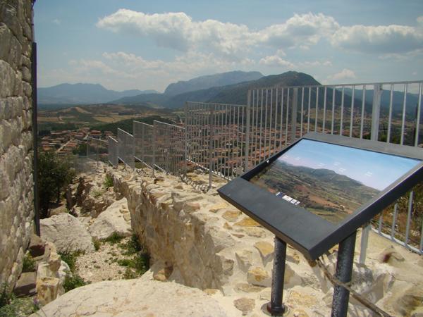 Recinzioni parapetti della Torre della fava di Posada - foto 2