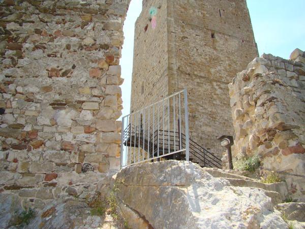 Recinzioni parapetti della Torre della fava di Posada - foto 5