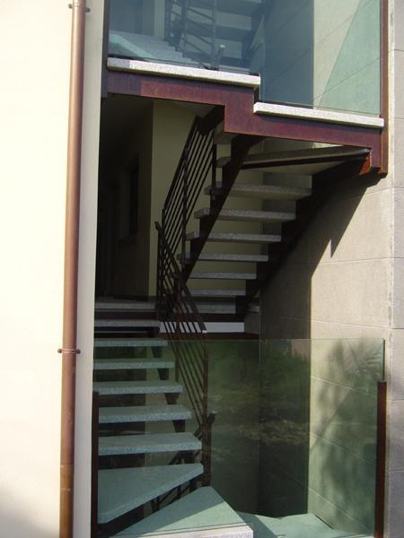Bruno acciai scala condominiale in acciaio cor ten - Scale per esterno in muratura ...