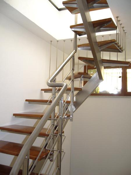 Scala da interni in acciaio con gradini il legno Teak - foto 1