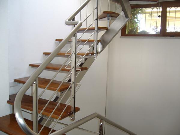 Scala da interni in acciaio con gradini il legno Teak - foto 2