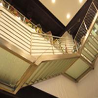 Scale e passerelle da interno ed esterno realizzate in acciaio e ferro ...